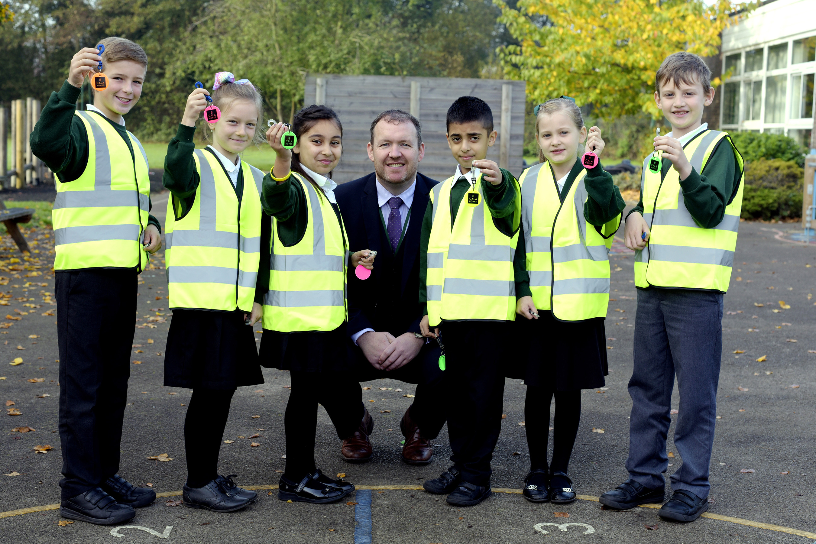 Children from Highwood Primary School in Reading wearing Hi-Viz clothing